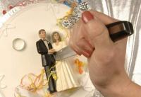 شاهد كيف انتقمت امرأة من زوجها أثناء زفافه بأخرى (فيديو)