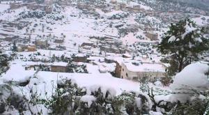 تجدد تساقط الثلوج على مرتفعات عجلون