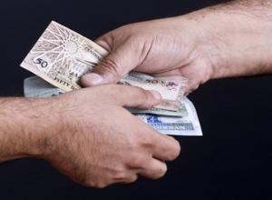 كمين يوقع بموظف حكومي تلقى رشوة