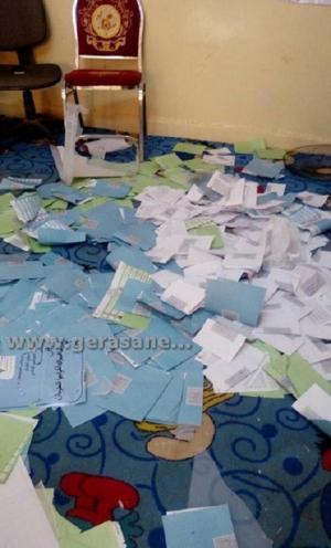 الموقر ..  مجهولون يعتدون على مركزي اقتراع (صور)