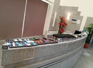 احباط تهريب 3500 سيجارة إلكترونية (صور)