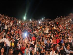 """""""القيصر"""" يشعل الجنوبي والجمهور بالالاف (صور)"""