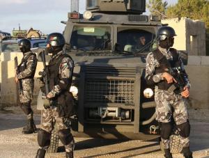 هكذا أنقذ الأمن موظفين تم احتجازهم تحت تهديد السلاح في الزرقاء