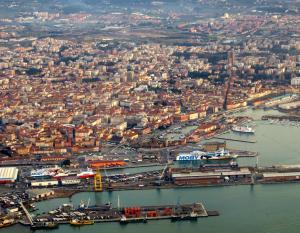 عمال ميناء إيطالي يرفضون تحميل أسلحة لجيش الإحتلال الصهيوني