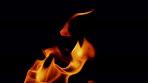 رفضت عائلتها زواجها منه فأشعل النار بجسدها (فيديو)