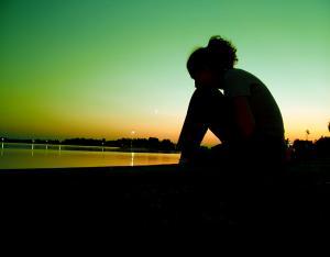 أشعر بالوحدة والحزن والفراغ العاطفي