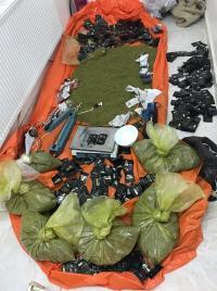 القبض على 5 مروجين للمخدرات بالرمثا (صور)