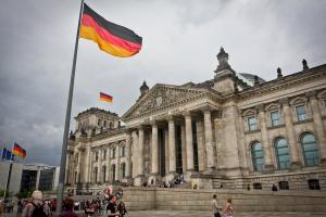 ألمانيا توقف توريد الأسلحة الى السعودية