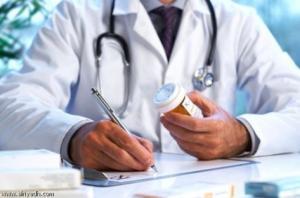 النساء يراجعن الأطباء أكثر من الرجال بمرتين