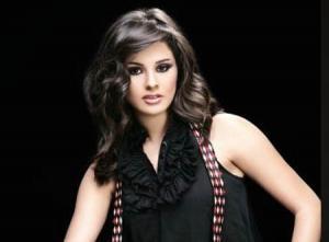 نسرين إمام تنشر أول صورة لشقيقها الوسيم (شاهد)