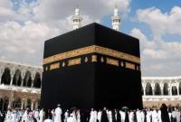 السعودية تمنع لمس الكعبة والحجر الأسود بالحج