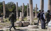 مئات المستوطنين يقتحمون سبسطية غرب نابلس