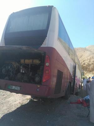 3 اصابات بجنوح حافلة معتمرين في الكرك (صور)