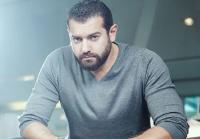 عمرو يوسف يستعرض عضلاته (شاهد)