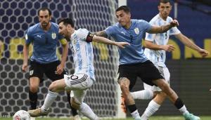 الأرجنتين تهزم أوروغواي بتمريرة من ميسي