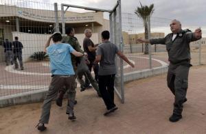 الإحتلال يطلب من المستوطنين في غلاف غزة البقاء في الملاجئ