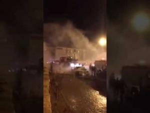 صهريج مياه ينقذ سائقا احترقت مركبته بوادي السير (فيديو)