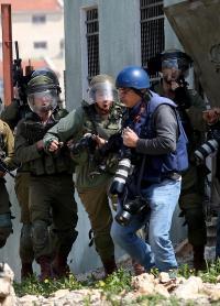 الإحتلال يحتجز 15 صحفيا بسجونه