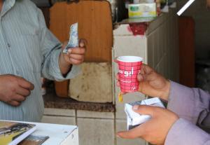 اعتقال العشرات من مقدمي القهوة السائلة وتحويلهم للحاكم الإداري