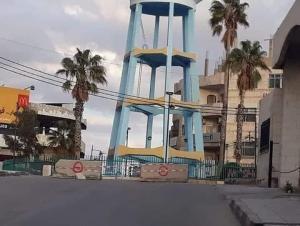 إغلاق شوارع رئيسية في الزرقاء بالحواجز الإسمنتية