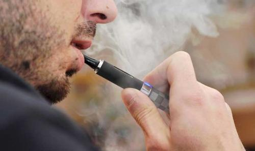 دولة تحظر واردات السجائر الإلكترونية لأسباب صحية