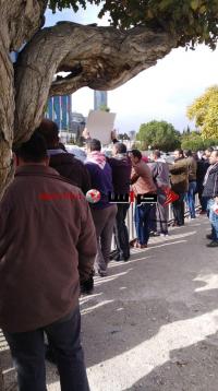 المصابون العسكريون المتقاعدون يعتصمون أمام النواب (فيديو)