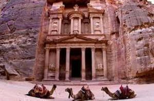 """"""" السياحة """": فصل """"البترا الأثرية """"عن سلطة الإقليم عار عن الصحة"""
