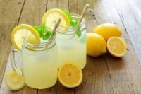 أضرار تناول ماء الليمون  ..  تعرف عليها