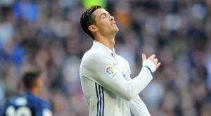 """رونالدو """"يفكر"""" وقد يبقى في ريال مدريد"""