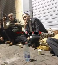 وزير العمل يلتقي المعتصمين قرب الديوان الملكي (فيديو)