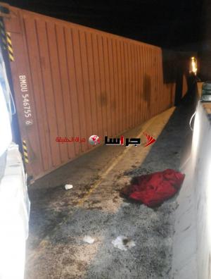 تدهور شاحنة أسفل جسر مادبا ولا اصابات (صور)