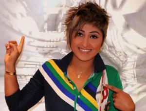 ممثلة عربية تشعل مواقع التواصل بعد رقصها اللاأخلاقي (شاهد)