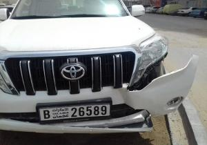 شرطة دبي تحرر محضراً بحق نفسها بعد حادث سير (صور)