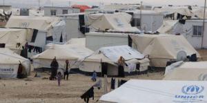 اصابة العشرات بعاصفة رملية اجتاحت مخيم الركبان