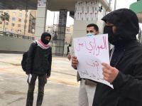 """طلبة """"الاردنية"""" يعتصمون رفضاً لقرار تقديم دفع الرسوم"""