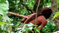 """الكشف عن """"طرزان"""" حقيقي يعيش بالادغال (فيديو)"""