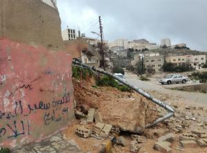 انهيار جدار على منزل بسبب الامطار في عجلون
