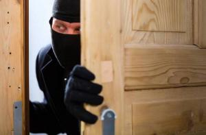 القبض على حدثين سرقا منزلا بالمهاجرين