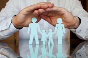 الحكومة تدرس شمول فئة جديدة بالتأمين الصحي