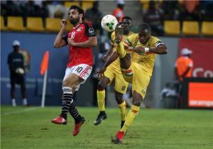 منتخب مصر يخطف فوزاً قاتلاً من أنياب أوغندا