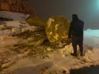 انهيارات صخرية بسبب تراكم الثلوج بالطفيلة (صور)