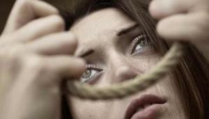 انفوغرافيك: كيف نحمي شبابنا من الانتحار؟ (صور)
