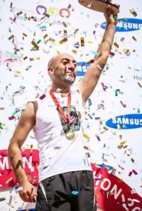 عدّاء النشاش بطل نصف ماراثون عمّان الدولي عن فئة المكفوفين