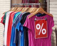 أسعار الملابس تنخفض إلى 15 %