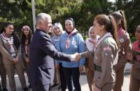 الملك يشارك كشافة جزءا من زيارتهم لقصر رغدان (صور)
