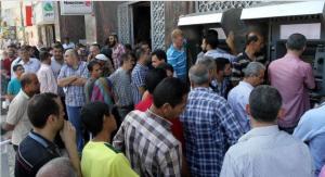 """100 منظمة تطالب بصرف """"رواتب غزة"""""""