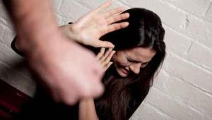 تغليظ عقوبة متهم شوّه وجه فتاة سورية باربد