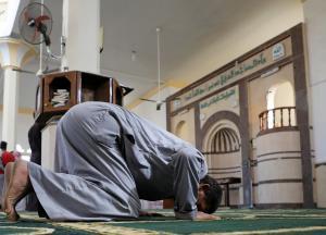 الصلاة في المساجد شرط للإفراج عن موقوف في السلط