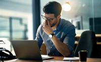 ضغوط العمل قد تفقدك بصرك !