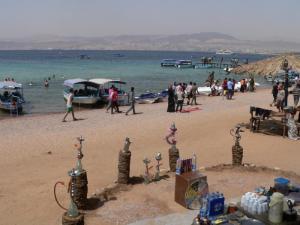 مواطنون: شاطئ الغندور بؤرة لأصحاب السوابق